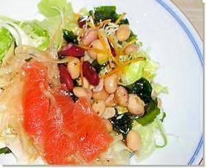 スモークサーモンと豆のサラダ