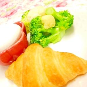 ❤クロワッサンとゆで卵とかぼす温野菜の1プレート❤