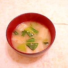 チンゲン菜とお麩のお味噌汁