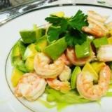 海老とアボカドのオリーブオイルなサラダ
