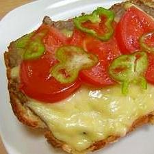 鉄分補給★レバーペースト&チーズのせトースト