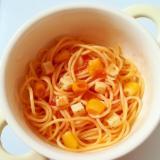 コーンとプロセスチーズのトマトソースパスタ