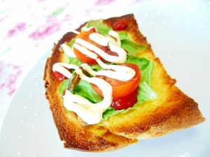 ❤白菜とミニトマトとキューちゃんのマヨ・トースト❤