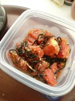トマトと塩昆布の和え物