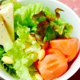 チーズと水煮大豆とトマトのサラダ