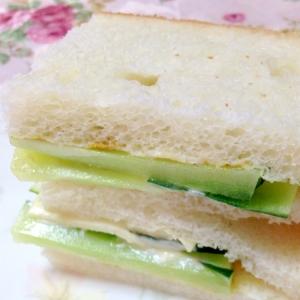 辛子ツーんと♪胡瓜とチーズのサンドイッチ