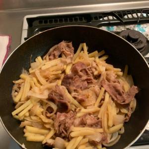 豚肉とジャガイモと玉ねぎの炒め物
