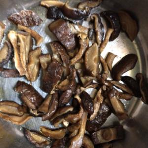 太巻きやちらし寿司にぴったり椎茸の含め煮