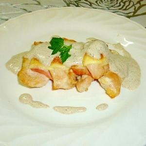 鶏肉のベーコン挟みチーズ焼き☆きのこソース♪