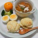 レンジで栄養スープとメロンパンサンドの1プレート