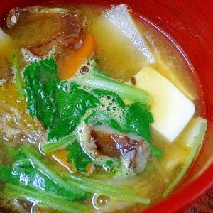 食欲の秋☆ 旬の食材たっぷりの「とん汁」