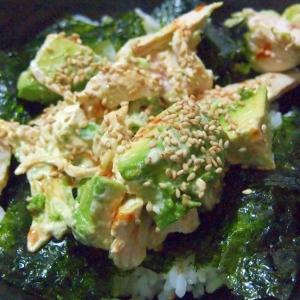 アボカドとレンチン鶏の韓国風丼