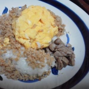 刺身煮そぼろと卵丼