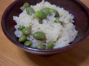 緑茶で炊く、枝豆ごはん