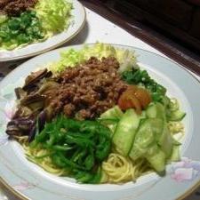 お野菜たっぷりジャージャー冷やし中華