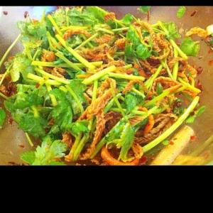 パクチーと干し豆腐面のピリ辛中華風サラダ