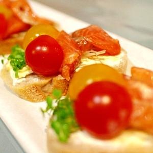 【彩り前菜】トマトとサーモンの2種類のブルスケッタ