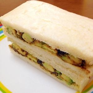 アボカドと海苔の佃煮のサンド