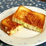 コンビーフハッシュとチーズのホットサンド