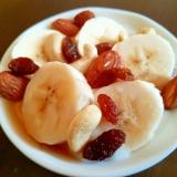 朝食に♪バナナとナッツとレーズンのヨーグルト