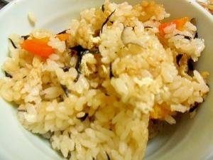 舞茸とひじきの炊き込みご飯
