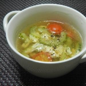 ゴーヤとトマトのコンソメスープ