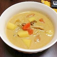 野菜たっぷりミルクカレースープ