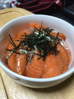簡単!めんつゆでサーモン漬け丼!どの魚でもok!
