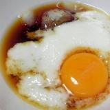 麺つゆに山芋と卵黄を入れた辛旨つけダレ