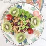 蒸しサラダ豆に、枝豆、キウイ、ミニトマト