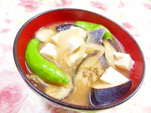 ❤しし唐と茄子と豆腐と玉葱のお味噌汁❤