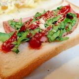 パストラミハムとサラダ菜のトースト
