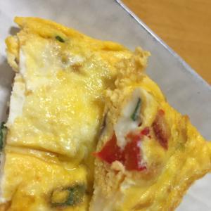 チーズとパプリカ入り卵焼き