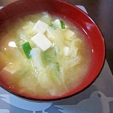 和朝食!豆腐とキャベツのお味噌汁