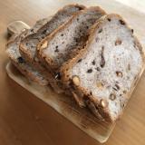 ナッツ&レーズンたっぷりおしゃれ食パン