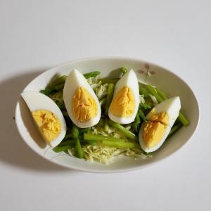 アスパラと茹で玉子のキャベツサラダ