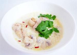 トムカーガイ 鶏肉のココナッツミルクスープ