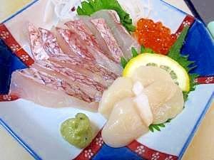 居酒屋の一品 45)明石の鯛のお造り ホタテ添え