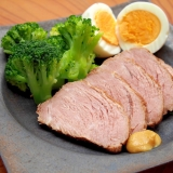 作り置きに!しっかり味が染み込んだ簡単煮豚