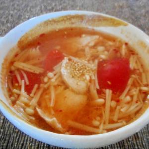 胸肉とトマトのピリ辛スープ