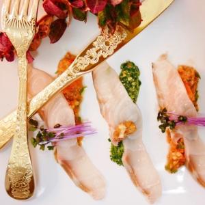 見た目も美しい 蝶鮫と二種のお野菜ソース