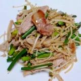 豚肉とエノキ・にんにくの芽の炒め物