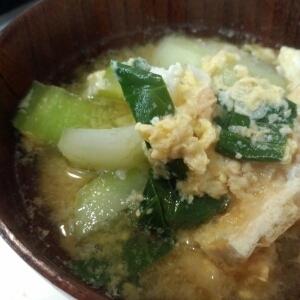 青梗菜と油揚げのかき玉味噌汁