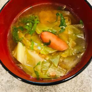 紫蘇香る★キャベツとソーセージの味噌汁