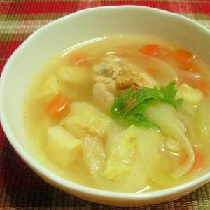 お夜食に!セロリとキャベツと手羽元のスープ♪