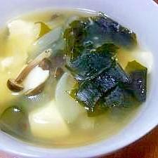 わかめ・豆腐・しめじの中華風スープ