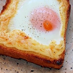 朝食に!目玉焼きのマヨ焼きトースト