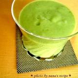 アボカドど水菜のクリーミーなグリーンスムージー