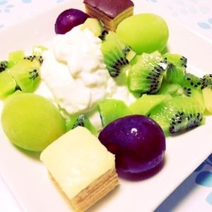 水切りヨーグルトと果物たち
