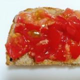 トマト入りイチジクジャムトースト